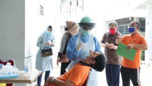 Putus Sebaran COVID-19, Keluarga Besar Yayasan Indo Global Mandiri Jalani Swab Antigen Massal